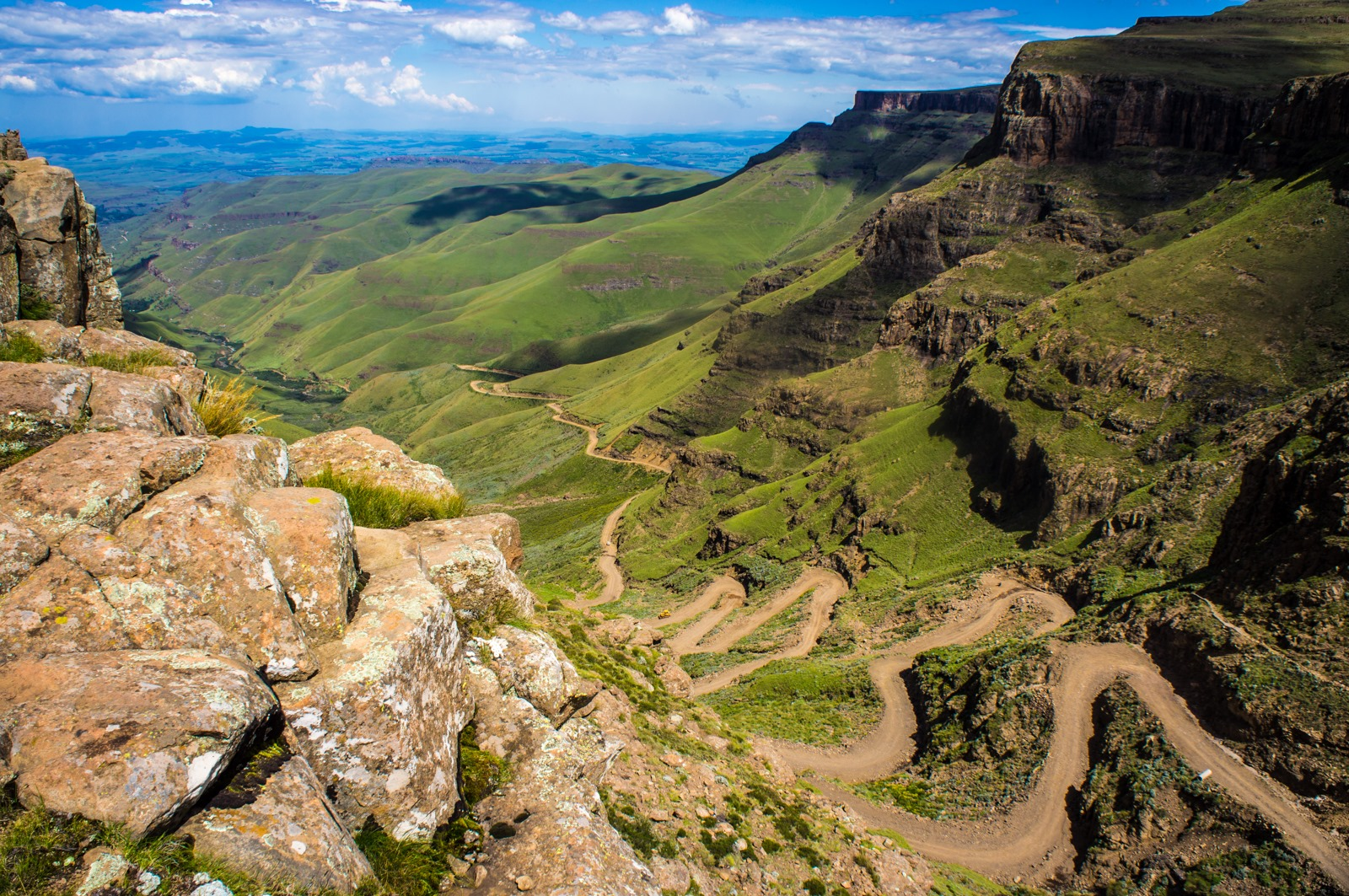 [Sani_Pass_heading_into_Lesotho3]