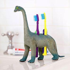 Hacer un portacepillos de dientes infantil con un juguete.