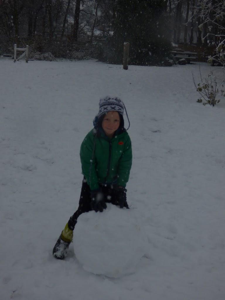 Spelen in de sneeuw - P1060686.JPG