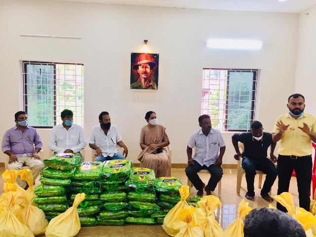 Masa Kit Help- ತೀರಾ ಆರ್ಥಿಕ ಸಂಕಷ್ಟದಲ್ಲಿದ್ದ ರಿಕ್ಷಾ ಚಾಲಕರಿಗೆ ಆಹಾರ ಧಾನ್ಯಗಳ ಕಿಟ್ ವಿತರಣೆ
