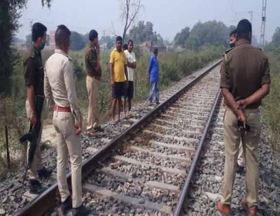 ट्रेन की चपेट में आकर सात भैंसों की मौत,रेलवे लाइन के निकट घास चर रहे थे मवेशी