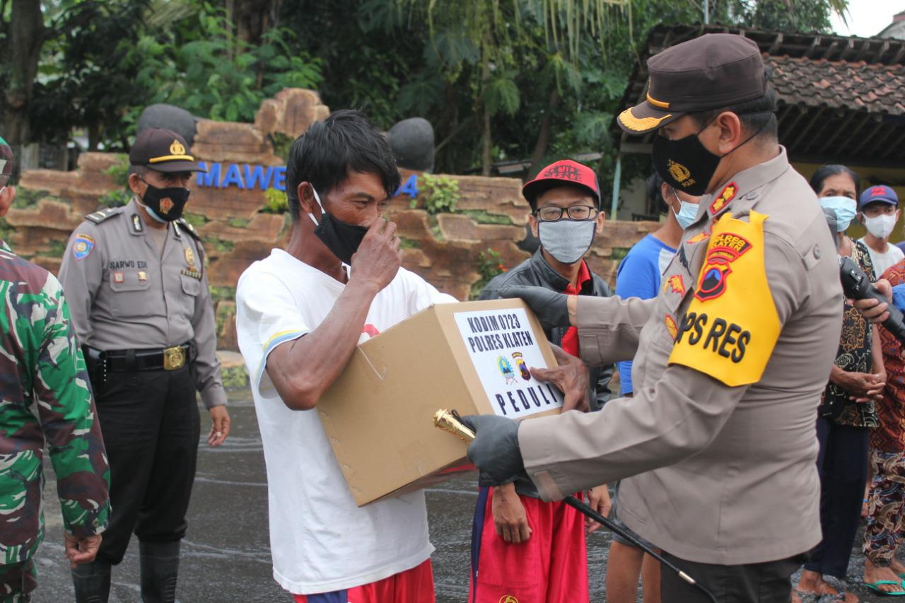 Polres Klaten dan Kodim 0723/Klaten Bantu Sembako Korban Banjir Bayat dan Wedi