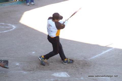 Rogelio Cárdenas de Hipertensos en el softbol de veteranos