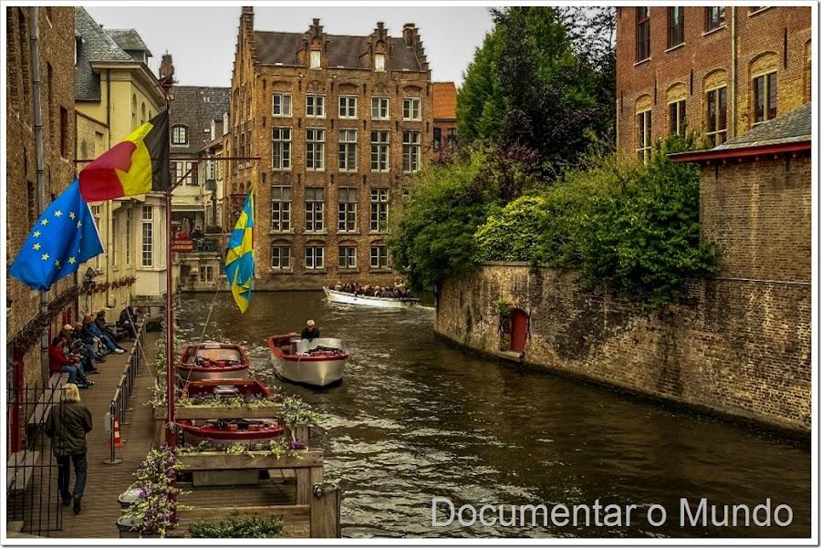 Passeio de barco nos canais Bruges