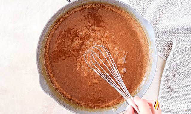 how to make caramel sauce in a saucepan