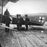 1918 .Австрійський розвідувальний літак у Львові.jpg