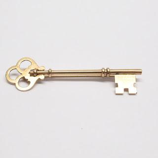 10K Gold Key Brooch