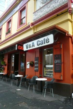 街中のCafe