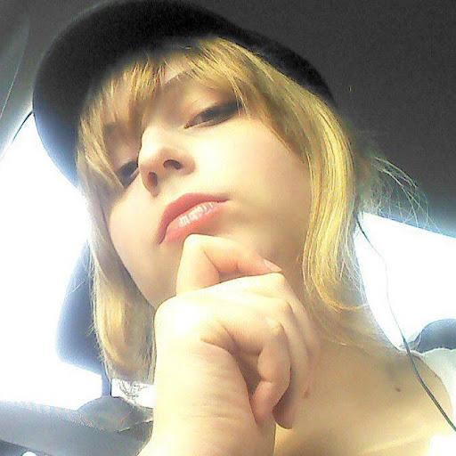Kristen Nielsen Photo 19