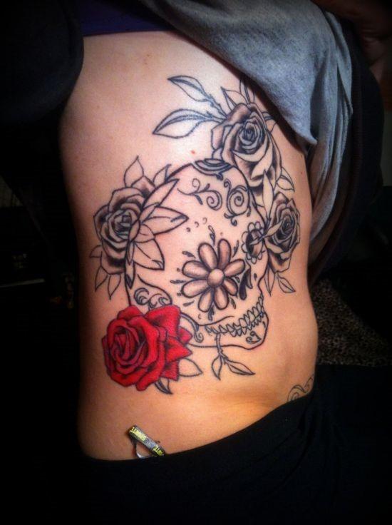 vermelho_brilhante_rosa_e_açcar_tatuagem_de_caveira