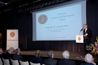 Photo: Toespraak prof. dr. G. van de Wal, inspecteur-generaal voor de Gezondheidszorg tijdens uitreiking van de Galenus Geneesmiddelenprijs 2009 in Leidenfoto © Bart Versteeg