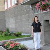 Цветочные корзины и клумбы у дома Гайдара 3
