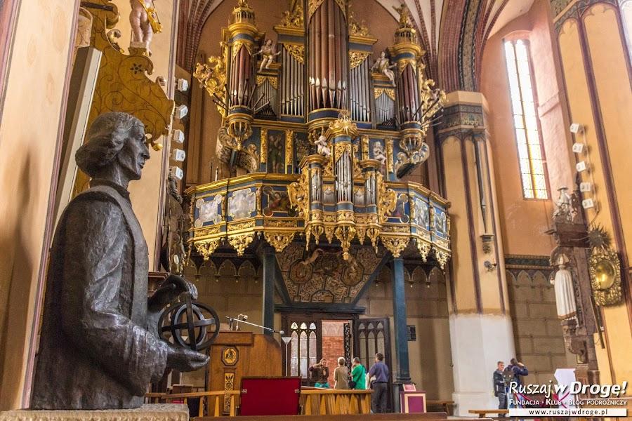 Pomnik Mikołaja Kopernika w Archikatedrze we Fromborku