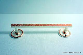 裝潢五金 品名:321-古典取手-2 規格:128M/M 規格:160M/M 顏色:粉白色 型式:可加墊片變成正面鎖螺絲 玖品五金