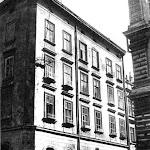 C-102-Пл.Рынок 01 ( Кам'яниця Котонівська пізніше Туркулівська. XVII ст. перебудова 1751 р. Нині тут знаходиться аптека-музей.).jpg