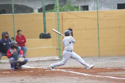 Bernabé Solís de Tiburones en la Liga de Beisbol de Salinas Victoria