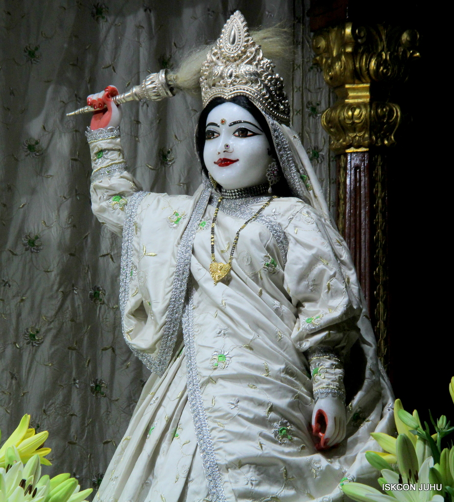 ISKCON Juhu Mangal Deity Darshan on 21st Oct 2016 (28)
