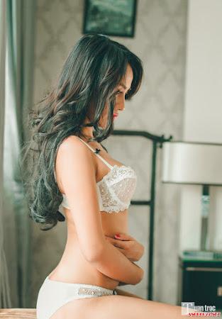 Người đẹp nóng bỏng với nội y