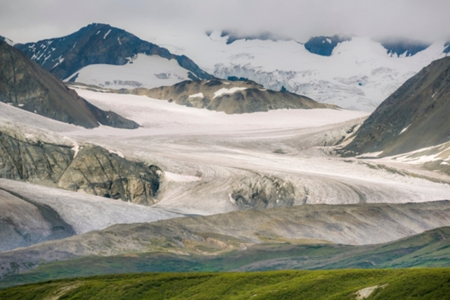 Gulkana glacier in Alaska. Photo: Patrick J. Endres / Getty Images
