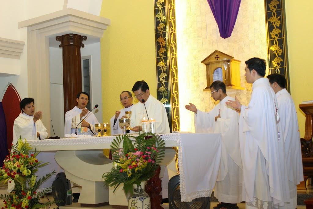 Hình ảnh Tam Nhật Thánh tại Tòa Giám Mục Nha Trang.
