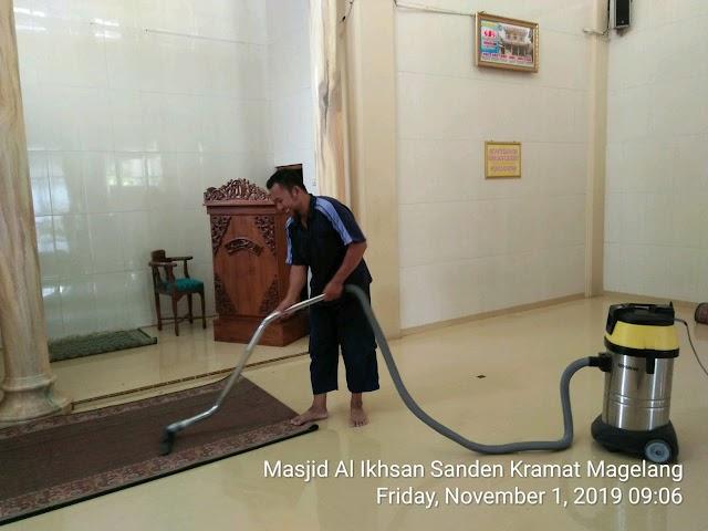 Kegiatan Bersih-bersih Masjid Al Ikhsan Sanden Jl. Jeruk Bar., Kramat Selatan dan Masjid Al Badar Kramat Utara, Kecamatan Magelang Utara, Kota Magelang.