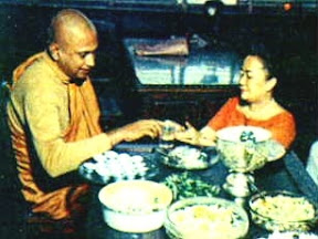 Sr. Don Jayanetti, ex-Bhikkhu Anurudha,  no Vesakha Puja de 1969