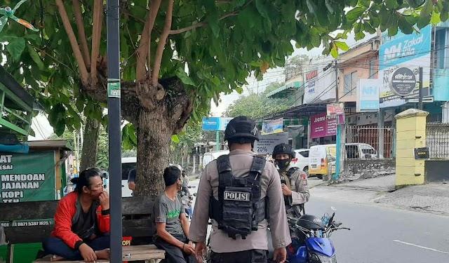 Jaga Kamtibmas dan Cegah Covid-19, Petugas Patroli Brimob Kaltim Gelar Dialogis dengan Warga Balikpapan