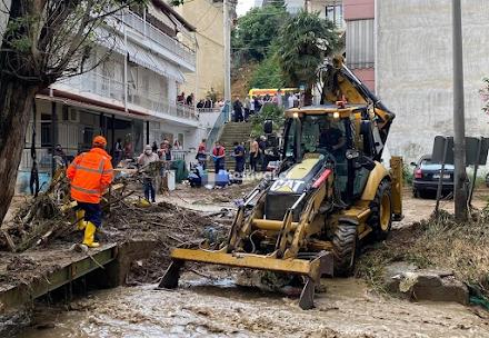 Θεσσαλονίκη : Νεκρός εντοπίστηκε ο οδηγός που παρασύρθηκε από τον χείμαρρο