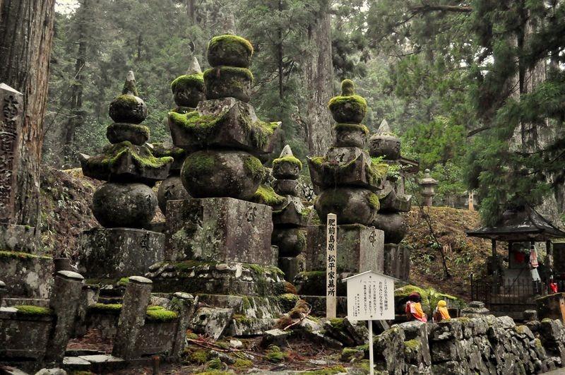 okunoin-cemetery-5