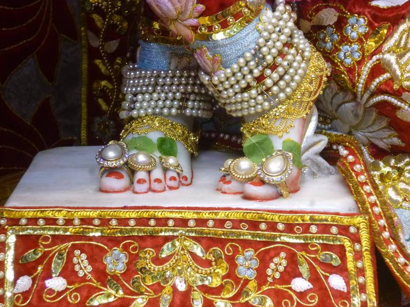 ISKCON Bhaktivedanta Manor Deity Darshan 18 Dec 2015 (10)