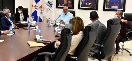 Ministro de educación recibe a representantes de COOPROHARINA y UMPHI