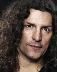 Frank Bello - baixo e backing vocals