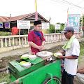 Penjual Kue dan Bubur Kacang Hijau di Wajo Dapat Bantuan Modal Gratis dari At-Taubah Channel