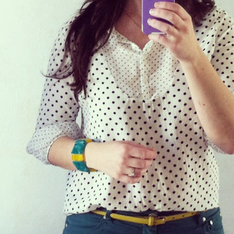 green skinnies, polka dot shirt, navy green and yellow