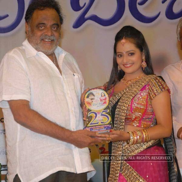 Ambareesh and Sri Shruthi at the silver disc release of the film E Dil Helide Nee Bekanta, in Hyderabad.