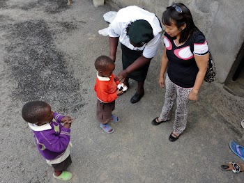 Minalyn with the children at Naivasha Womens' Prison