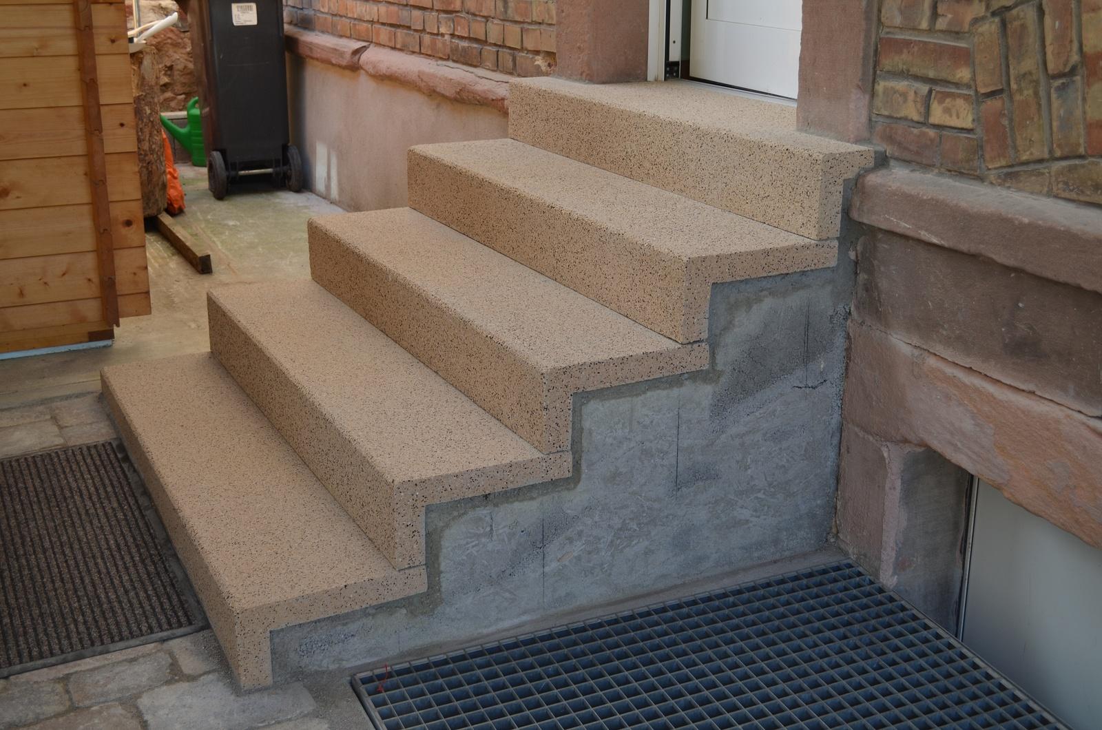 es h uschen steine fertig verlegt und treppe neu. Black Bedroom Furniture Sets. Home Design Ideas