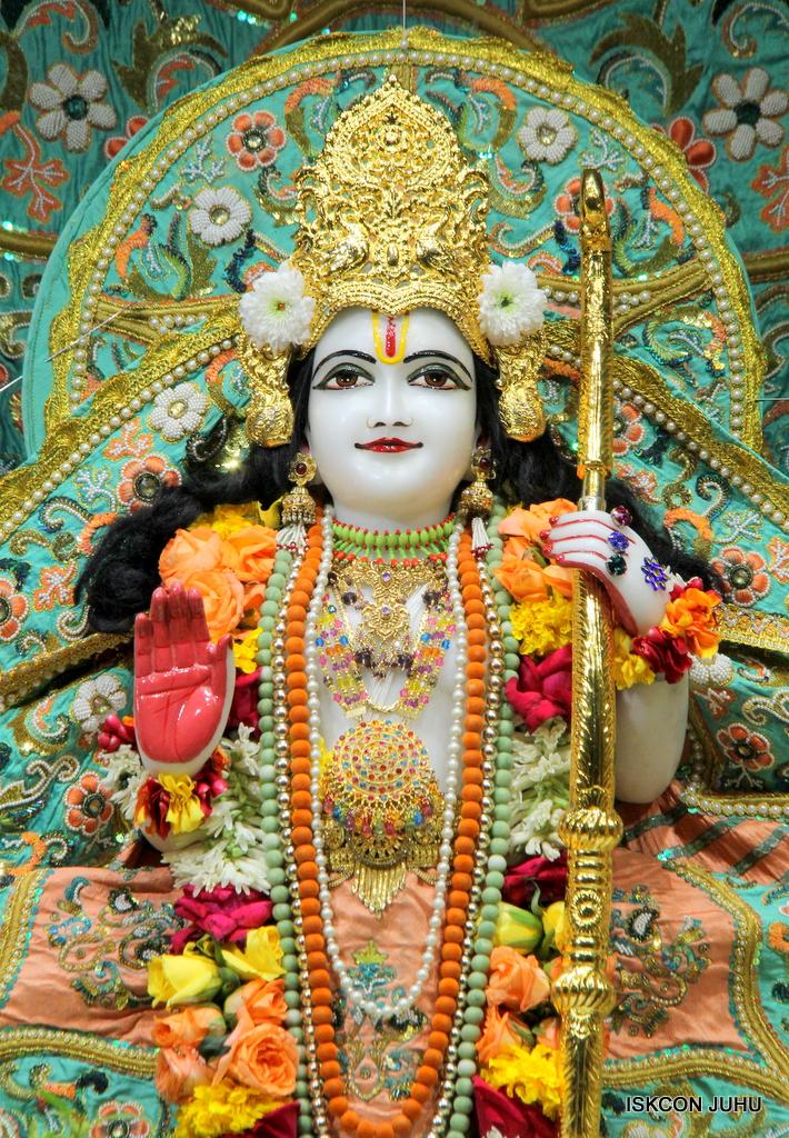 ISKCON Juhu Sringar Deity Darshan on 21st Oct 2016 (34)