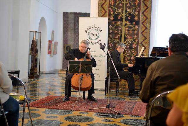 Violoncelistul Dan Cavassi - (170)
