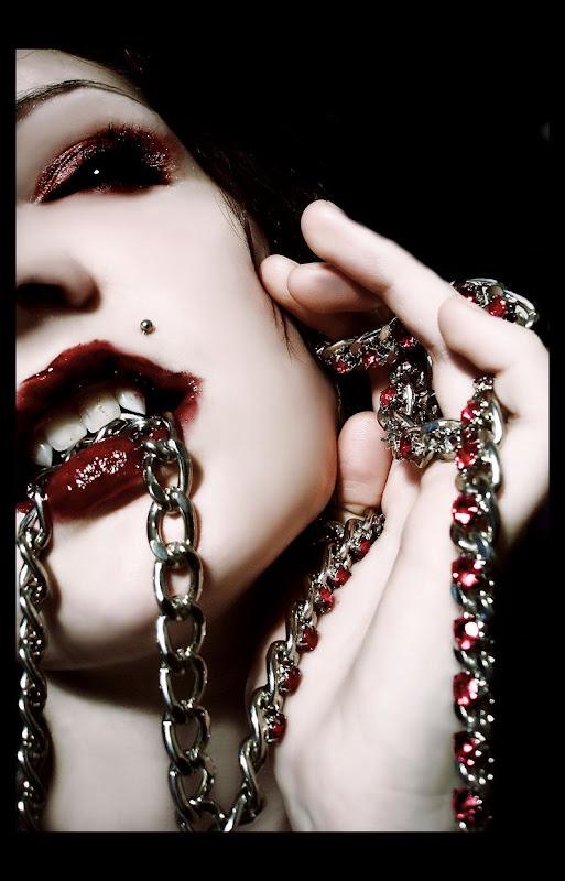 Chained Vampire, Vampire Girls 2