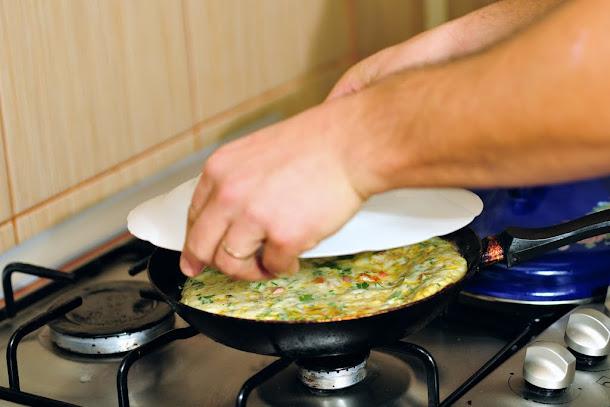 razvan anton intors omleta farfurie oua