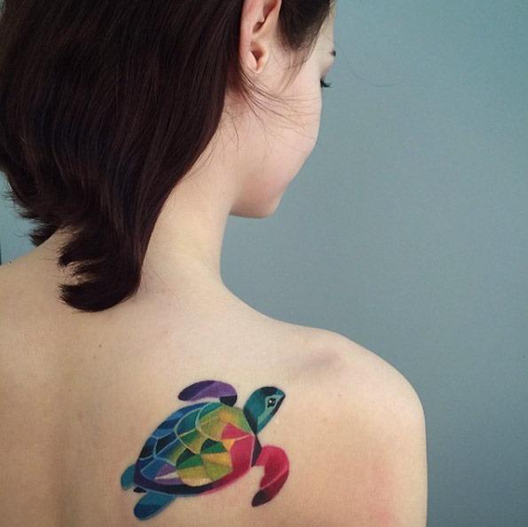 Este colorido de trás do ombro peça