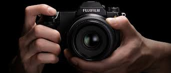 Fujifilm svela la Medio Formato GFX100S: 102MP e IBIS a 5 assi
