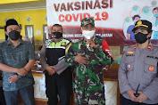 Danramil 0819/04 dan Kapolsek Kejayan Tinjau Vaksinasi di Balai Desa Kurung