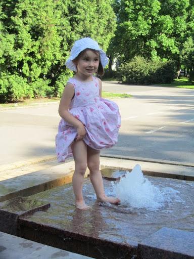 helena w fontannie