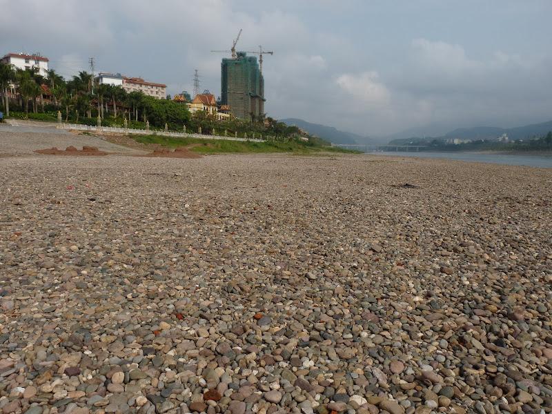 On n' est pas à marée basse......c'est hélas le débit du fleuve qui se réduit