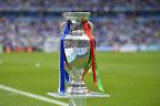 A franciaországi labdarúgó Európa-bajnokság trófeája, 2016 (MTI Fotó: Illyés Tibor)