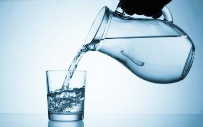 علشان صحتك بنفكرك بخطورة عدم شرب الماء في فصل الشتاء| صداع وجلطات في الدم