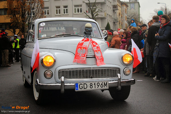 Zabytkowa Warszawa w Paradzie Niepodleglości w Gdyni