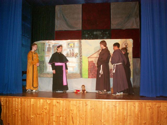 17.11.2013 Divadelní ztvárnění života SV. FRANTIŠKA Z ASSISI - PICT0067.JPG